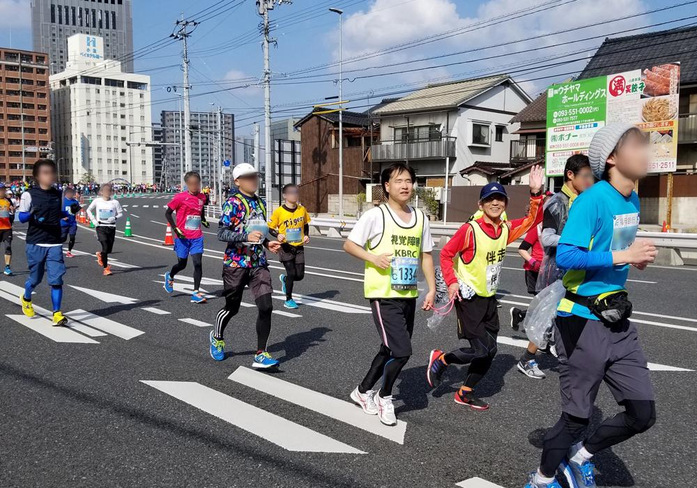 福本さん(左)と伴走の長野さん(右)